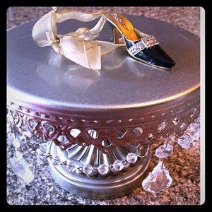 Decorative enamel and crystal shoe ornament